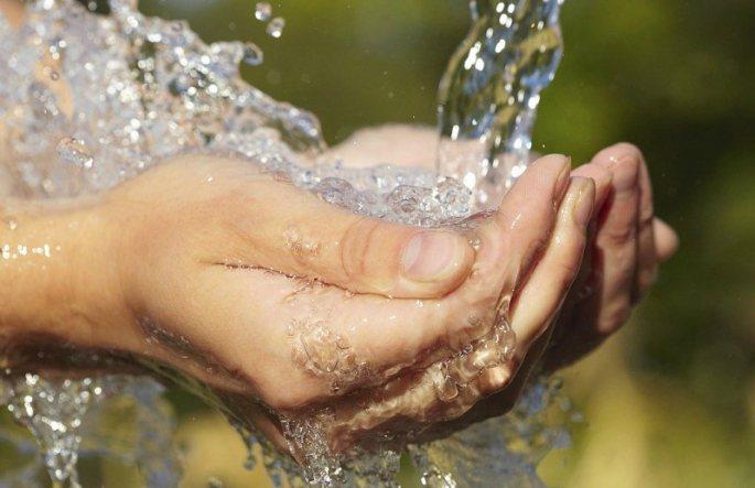 voda v ruce