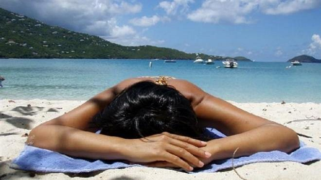 opalovani na plazi