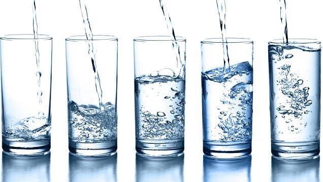 sklenice s vodou